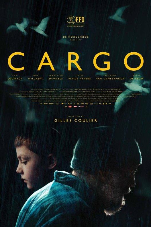Cargo. Twee mensen en profil. Een man met baard en een wollen muts. In tegengestelde richting een jonge jongen. Beide kijken in zichzelf gekeerd voor zicht uit.