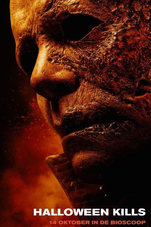 Halloween Kills. Een gehavend mannengezicht met op de achtergrond opspattend vuur.