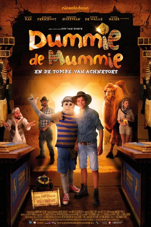 Dummie de Mummie en de tombe van Achnetoet. Dummie en Goos staan achouder aan schouder in een grafkelder.