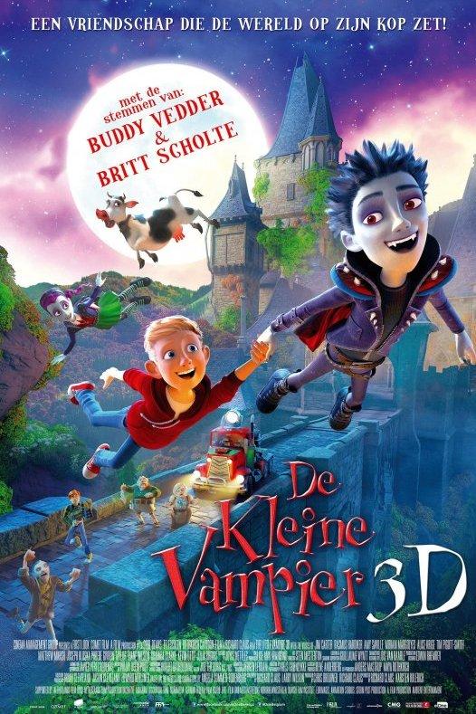 De Kleine Vampier 3D. Een jongen met paarse kleding en spitse hoektanden een blonde jongen met een rode trui zweven hand in hand door de lucht. Achter hen een kasteel met een ophaalbrug waarop mensen verbaasd staan te kijken.