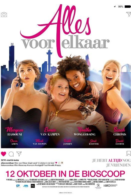Alles Voor Elkaar. Vier vriendinnen staan voor een silhouet van de Rotterdamse skyline.