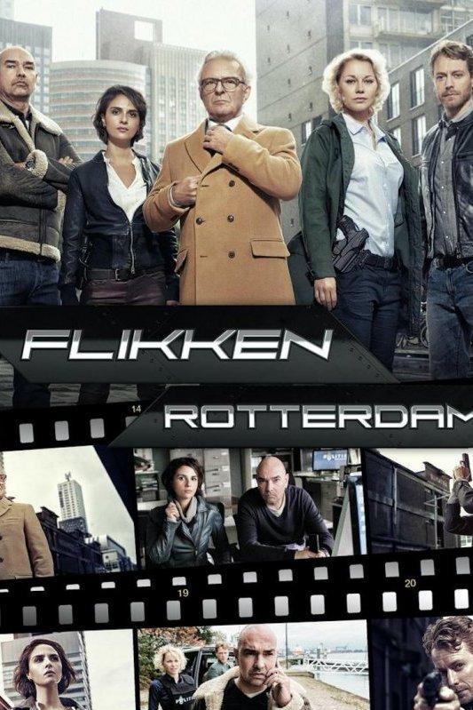 Flikken Rotterdam. Het rechercheteam staat naast elkaar. Achter hen een stukje skyline van Rotterdam.