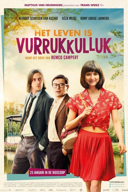 Het leven is Vurrukkulluk. Een in zomers outfit geklede jonge dame wordt achterna gekeken door twee jongens in jaren '60 kleding.