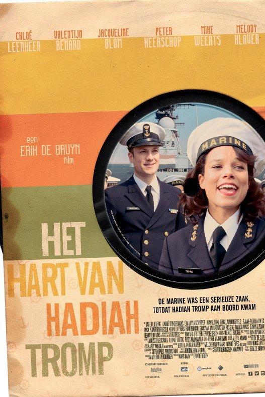 Het hart van Hadiah Tromp. Hadiah staat in haar mariniersuniform op een label van een oude vinyl single en achter haar staat een man in een vergelijkbaar uniform.
