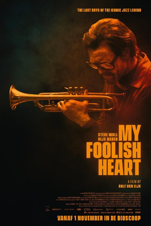 My Foolish Heart. The Last Days of The Iconic Jazz Legend. Een man met grote zwarte bril en een trompet.