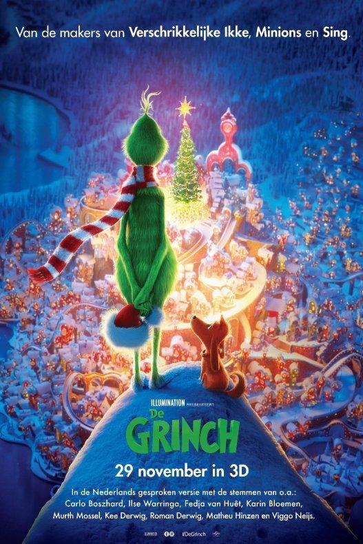 De Grinch. Een pluizig groen wezen en een hondje kijken uit over een winterlandschap in kerstsfeer.