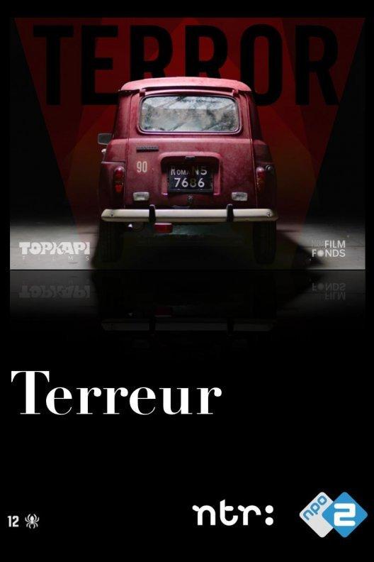 Terreur. Een oude rode auto met daarboven de titel Terror.