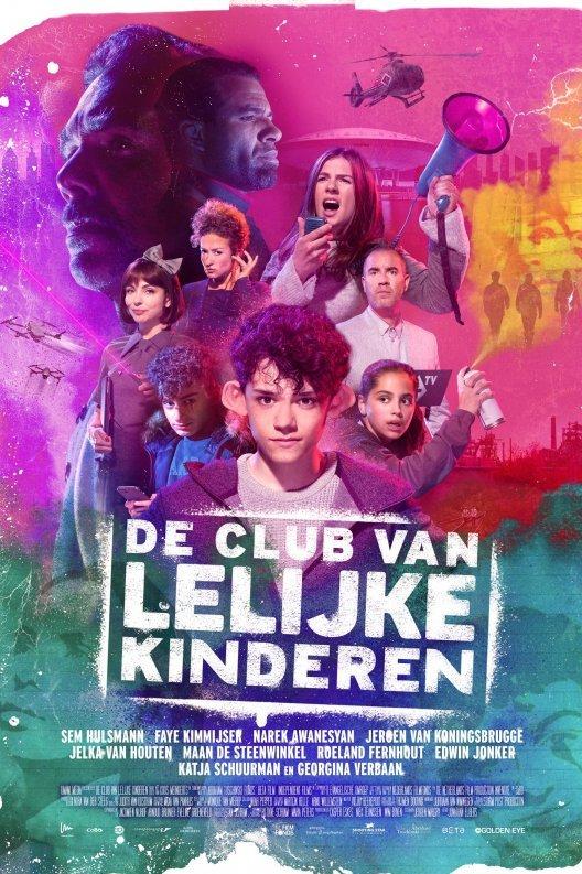 De club van lelijke kinderen. Op de voorgrond een kind met flaporen, achter hem staan meerdere mensen afgebeeld.