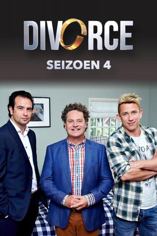 Divorce seizoen 4 Boudewijn, Joris en David staan in een slaapkamer voor een blauw geblokt, kingsize bed en kijken vriendelijk doch gereserveerd lachend in de lens van de camera.