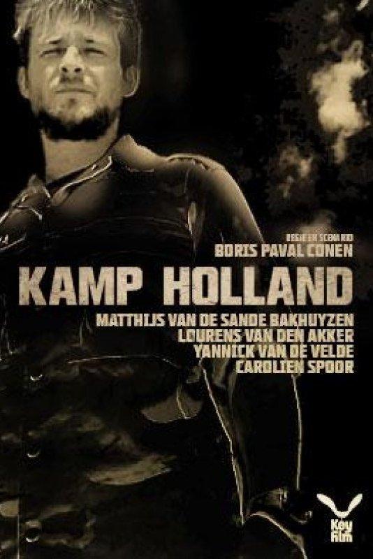 Kamp Holland. Een jonge militair kijkt voor zich uit.