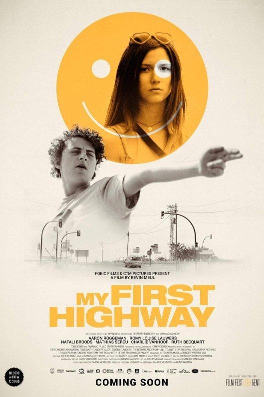 My First Highway. Een jongen richt zijn arm als een pistool. Daarboven een gele smiley met daarin de afbeelding van een jonge vrouw met lang donker haar.