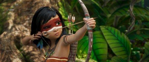 Ainbo, een meisje (animatie) met zwart haar en een beschilderd gezicht legt een pijl aan op haar boog.