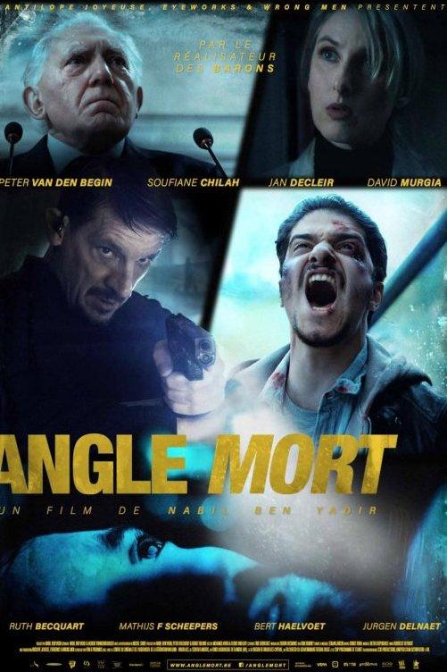 Angle mort. Un film de Nabil Ben Yadir. Une série de quatre caractères à partir du film. Un homme tient un pistolet. Un autre homme crie.